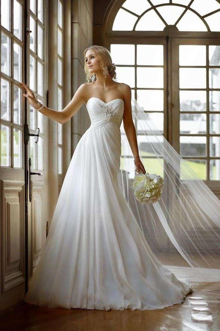 free shipping e2961 8bce5 Abito da sposa con lunghi veli - Vestito da sposa con gonna ...