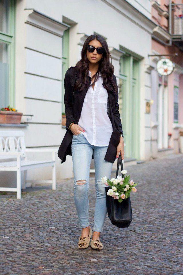 Lichte broek, wit blouseje en zwarte blazer