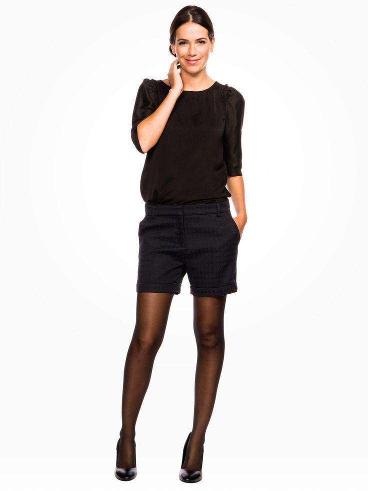 les 8 meilleures images du tableau look short noir sur pinterest shorts noirs fringues et noir. Black Bedroom Furniture Sets. Home Design Ideas