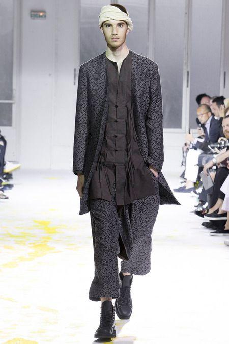 Yohji Yamamoto: Bahar 2015 Menswear Yohji Yamamoto imzasını taşıyan Bahar 2015 Menswear koleksiyonundan sizin için seçtiklerimiz.   #Bahar, #Bahar2015, #Defile http://www.tasarimvedekorasyon.com/2014/08/23/yohji-yamamoto-bahar-2015-menswear/