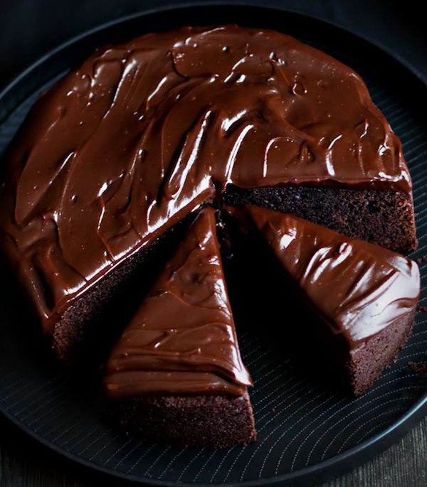 ❤️Some chocolate cake for us today, one slice or two??? Lol!❤️