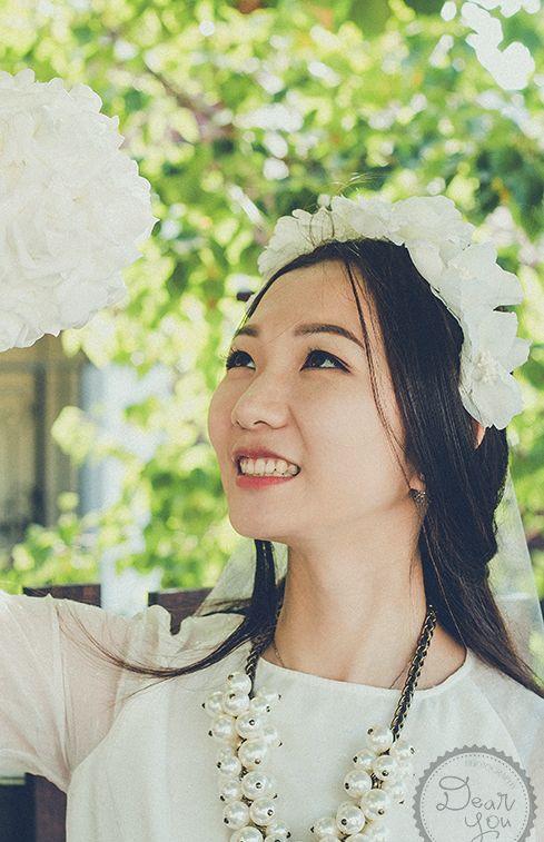 #portrait #photography #photoshoot #bride #casualbride #casual #flower #floral #headband #floralheadband #smile #dearyouphotography #singlebride