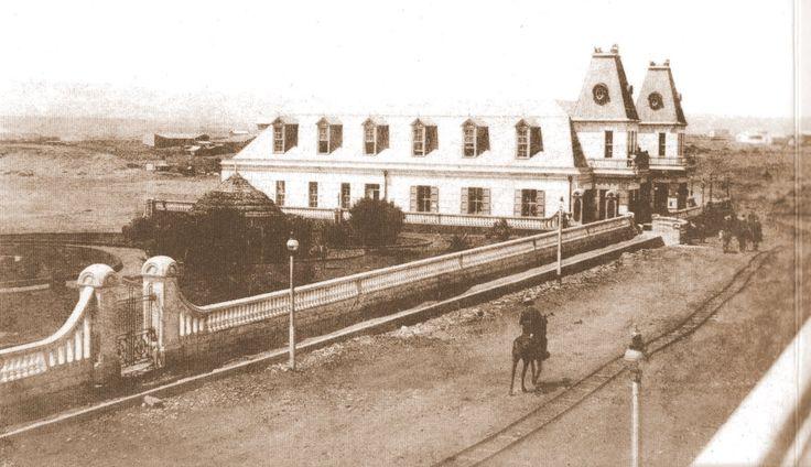 Pichilemu. Casino Ross de Pichilemu, 1910, es un centro cultural de la comuna de Pichilemu, región de O'Higgins, Chile. Fue construido entre 1906 y 1909 por orden del político Agustín Ross Edwards. La estructura del edificio guarda cierta similitud con el Gran Trianón del Palacio de Versailles, en Francia.