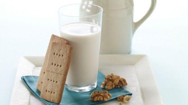 Daca postiti, sunteti  vegetarian  sau aveti o  intoleranta la lactoza , orientati-va spre  laptele vegetal . Soia, alune, migdale, orez, ovaz, quinoa, cocos sunt doar cateva alimente din care se poate prepara cu usurinta lapte vegetal. Iata o...
