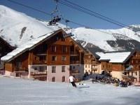Au pied des pistes, les Sybelles proposent des appartements répartis dans plusieurs chalets - http://www.snowtrex.fr/france/saint_sorlin_%28les_sybelles%29/l_oree_des_pistes_%28prix_preferentiel%29/hebergements.html#