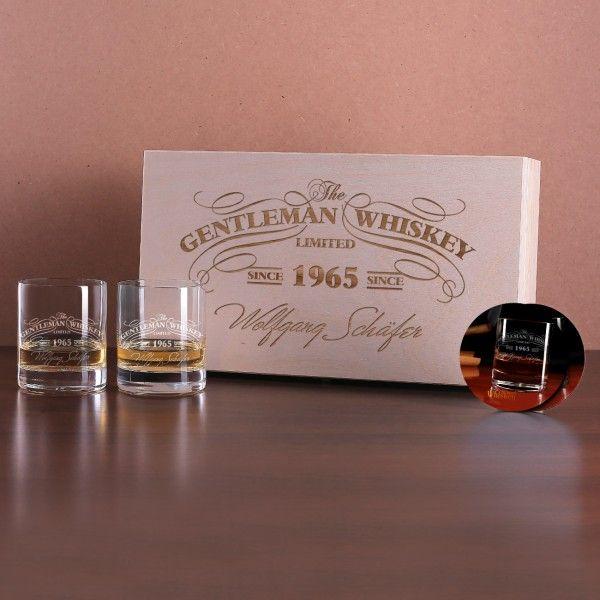 Whisky-Geschenkset mit 2 Whiskygläsern und 2 Untersetzern in gravierter Holzkiste