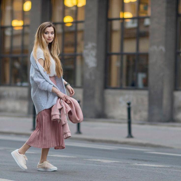 Sportowo i pastelowo zapraszam na bloga: http://ift.tt/1jCBnFV #style #pastel #blonde #girl #amazing #poznan fot @kubabrencz mua @rosiejaredovna