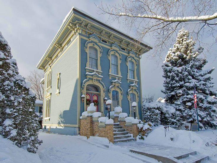 steampunktendencies:  Snowy Victorian Houses