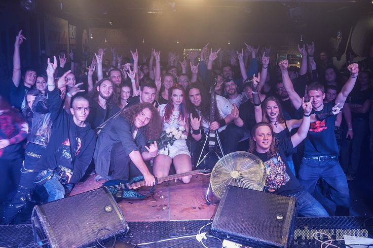 #aliatempora #live #show #stage #onstage #together #fans #crowd #guys #band #guitarist #guitar #longhair #metal #rock #symphonic #electro #lights #hair #blue #red #roses