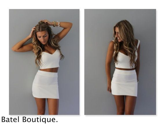 White sweetheart crop top available in 8 colors. by Batelboutique