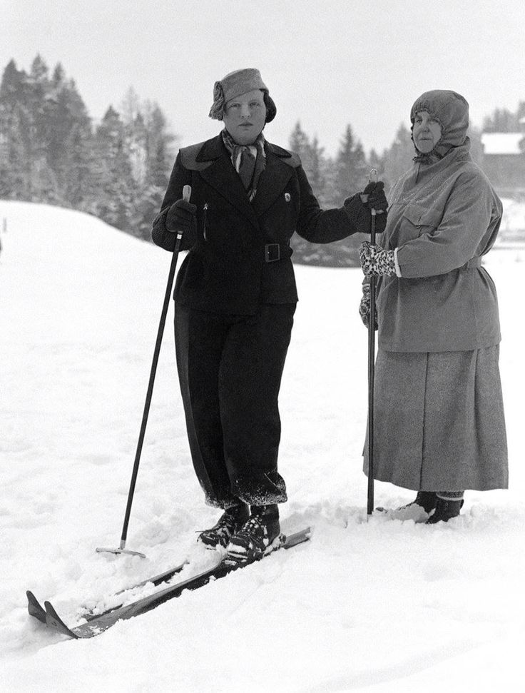 Koningin Juliana en koningin Wilhelmina