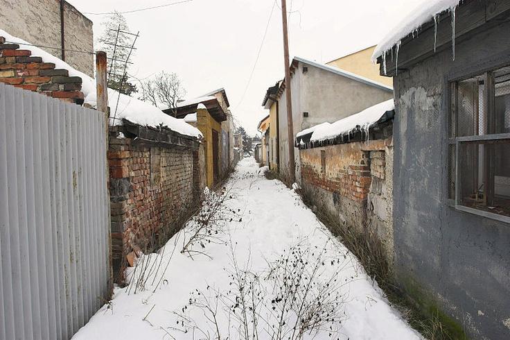 sideway streets in between house parcels in Trnavka