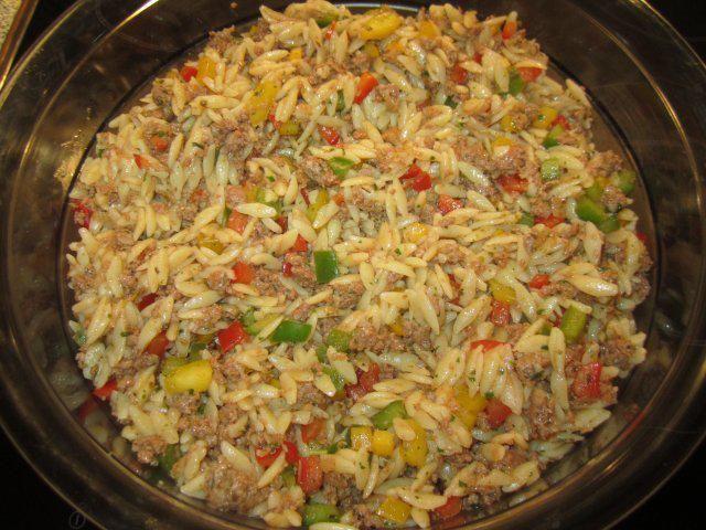 Das perfekte Kritharaki - Salat mit Hackfleisch-Rezept mit einfacher Schritt-für-Schritt-Anleitung: Das Hackfleisch mit Salz, Pfeffer; Tomatenketchup…