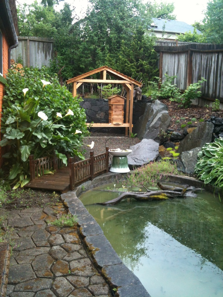 Warre' Beehive in a rain shelter! | Rain shelter, Outdoor ...