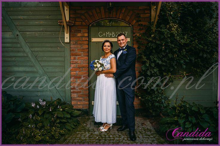 Młoda Para, wiązanka ślubna, butonierka, dekoracje kwiatowe  ślubu w plenerze w Dworze Radzin 24