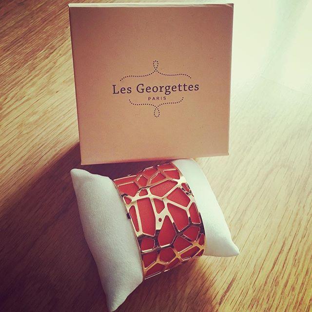 Gros coup de coeur pour la nouvelle marque de bijoux @les_georgettes  Rendez-vous sur le blog pour tout savoir sur ma nouvelle manchette que j'aime d'amour  (lien dans mon profil ☝️☝)#lesgeorgettes #bijoux #fashion #lesgeorgettesbijoux #manchette #bijoutropbeau #blogger #blogbeaute