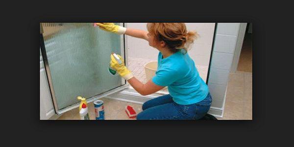 Per pulire bene la doccia ci vuole tempo e tanta pazienza, ecco come potete farlo bene e averla sempre pulita senza faticare troppo