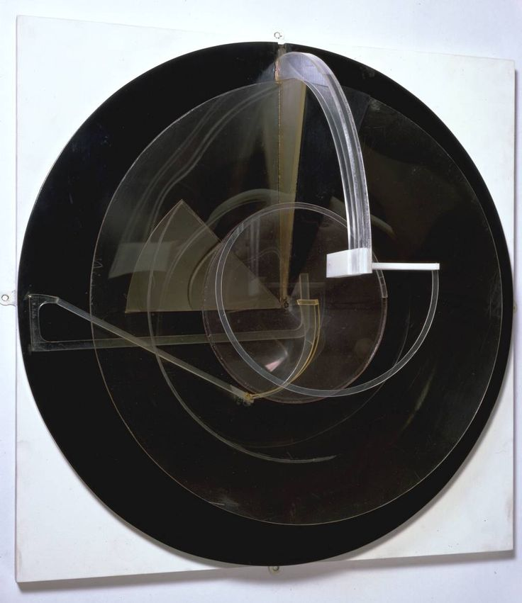 Naum Gabo / Circular Relief / c. 1925 / plastic on wood / at the Tate