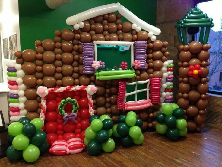 Ginger bread house link a loon balloon just balloons for Water balloon christmas decorations