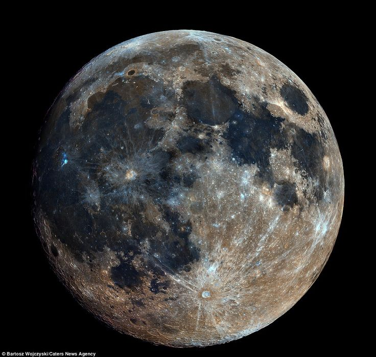 The image above was created by stitching together 32,000 separate photographs of the moon ...