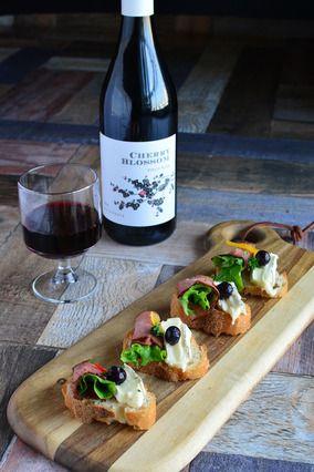 ワインに合う イースターエッグ ローストビーフのブルスケッタ チーズピンチョス|レシピブログ