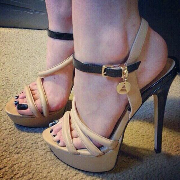 Good Sexy toes black flip flops