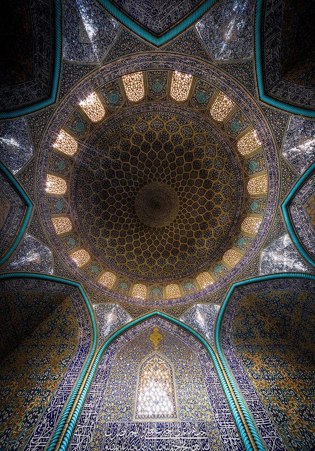 Fascinante Complexité des Motifs Décoratifs dans lArchitecture Iranienne