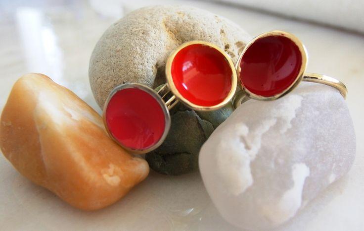 handmade jewellery - Kiki   : three shades of red  -  handmade enamel rings