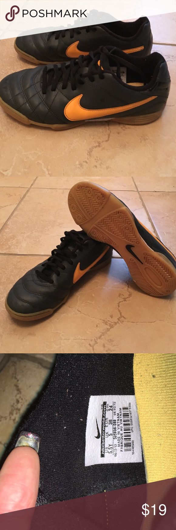 Boys 7.5 Nike indoor soccer shoes 7.5 indoor Soccer shoes ⚽️ Nike Shoes Sneakers