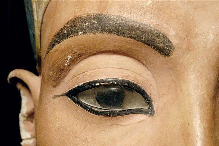 Nefertiti Bust, sculpture detail