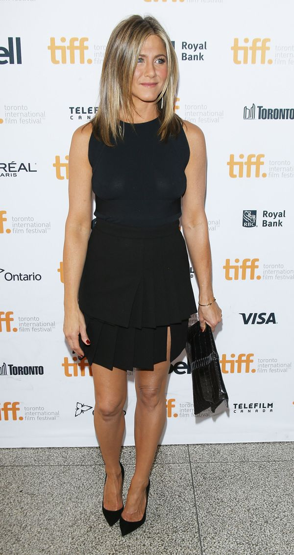 Al Toronto International Film Festival, Jennifer Aniston ha scelto 2 tubini neri. Uno di Sportmax e l'altro di Ungaro. Quale preferite?http://www.sfilate.it/231885/jennifer-aniston-non-rinuncia-tubino-nero-toronto-international-film-festival
