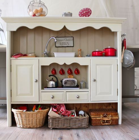 Hutch to kid kitchen: Kitchens Design, Old Furniture, Minis Kitchens, Creative Spaces, Old Dressers, Toys Kitchens, Pretend Play, Plays Kitchens, Kids Kitchens
