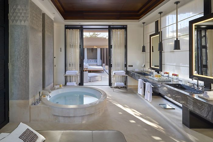 http://photos.mandarinoriental.com/is/image/MandarinOriental/marrakech-villa-mandarin-pool-bathroom?$GalleryLandscape$&_ga=1.59663982.216081844.1458288155