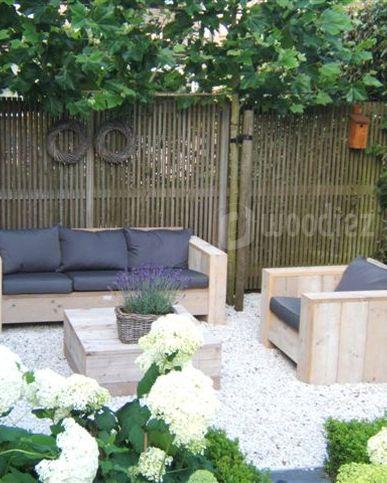 WOODIEZ | Sfeer in je tuin met een steigerhouten loungeset.  #wooninspiratie #tuinmeubels #loungeset #steigerhout