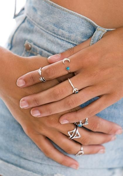 Bohemian-inspired, this arrow and moon knuckle ring set can set the mood of your boho look just right.