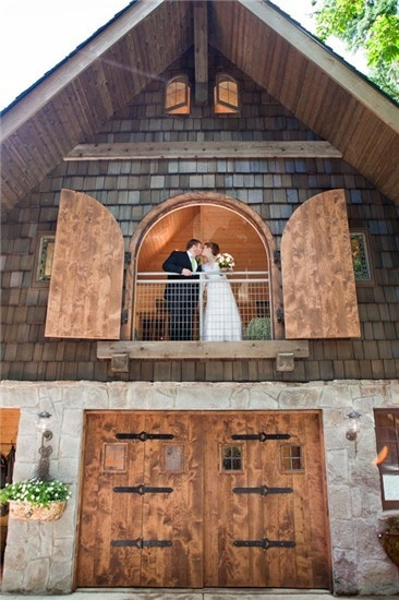 If Youre Looking For A Fun Outdoor Setting Your Wedding Look No Further Than Bella Luna Farms Just 30 Minutes North Of Seattle