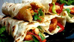 Буритто с курочкой по-японски,острым соусом и свежими овощами