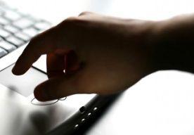 27-Aug-2015 13:52 - ARME KINDEREN STAD KRIJGEN LAPTOP. Middelbare scholieren uit arme gezinnen in de gemeente Groningen krijgen dit schooljaar een laptop. Volgens de gemeente gaan ze hierdoor beter presteren op school.