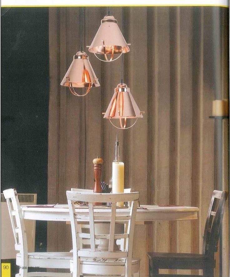 Φωτιστικό κρεμαστό μεταλλικό στο χρώμα του χαλκού. Αποτυπώνει ζεστασιά και γλυκιά ατμόσφαιρα στο περιβάλλον. Νέα παραλαβή www.kourtakis-lighting.gr
