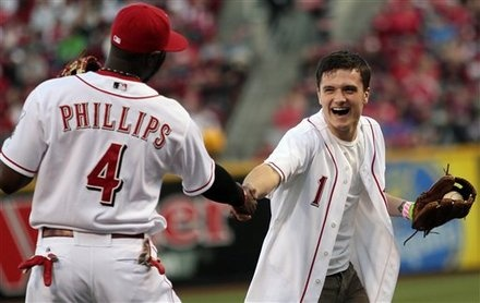 Josh Hutcherson throws ceremonial first pitch at the Reds game today (3/7). Look at his face. It seems he's doing a bit of fangirling.