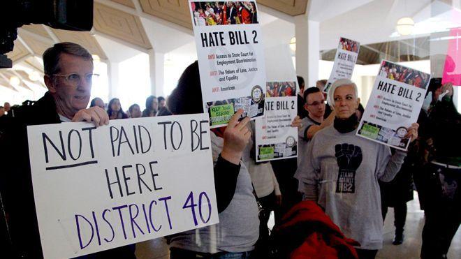 North Carolina Senate defeats bid to repeal controversial 'bathroom bill' - http://a1viral.com/north-carolina-senate-defeats-bid-to-repeal-controversial-bathroom-bill/