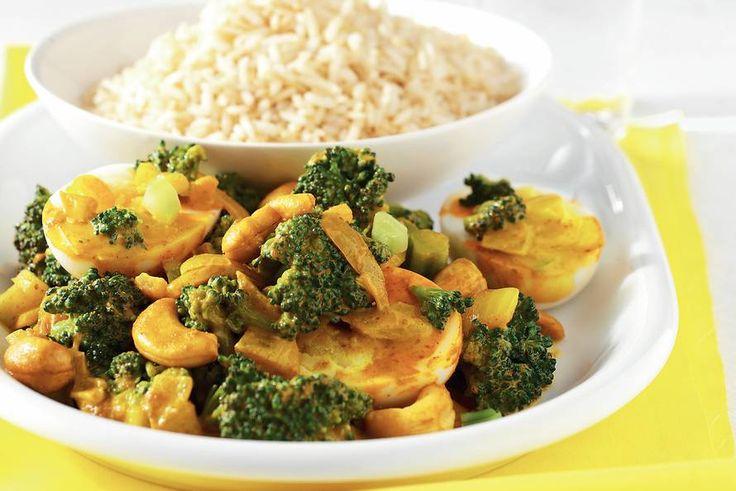 Kijk wat een lekker recept ik heb gevonden op Allerhande! Eiercurry met broccoli en rijst