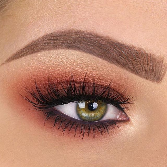 @taniawallerx3 using Matte Plum Slim Crème Liner in her waterline for this gorgeous look. ✨ Lashes: House of Lashes Iconic Eyeshadow: Kylie Burgundy Palette Brows: Precisely, My Brow 3