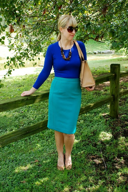 This is a classic look but with some refreshing colors and a patterned shoe. Would love to see a skirt like this in my fix.
