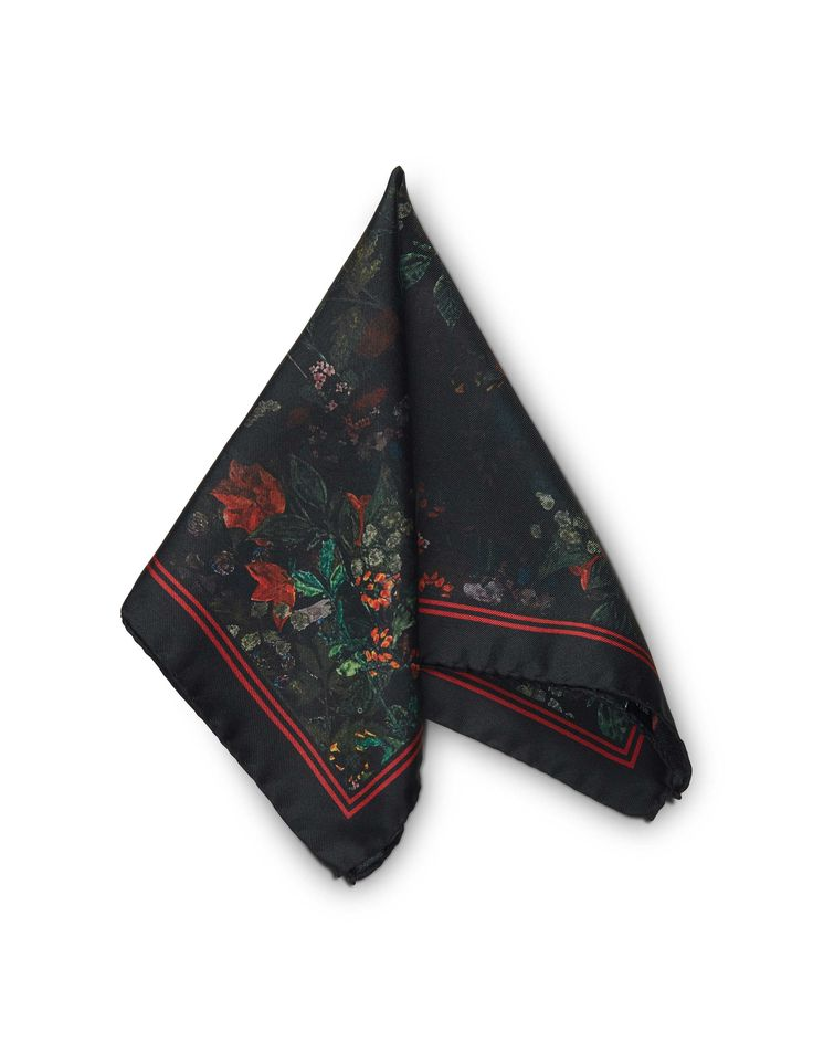 Tunn hankerchief - Men's square handkerchief in silk twill. Features printed seasonal flower pattern with contrast frame and Tiger of Sweden logo. Size: 33 x 33 cm.