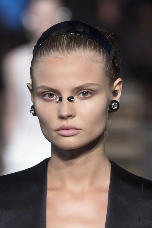 Modna biżuteria [wiosna-lato 2016], Givenchy, fot. Imaxtree