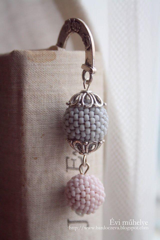 Könyvjelző fűzött gyöngyből -  PURE DESIGN