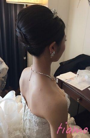 ノーブルな挙式アップからイメージチェンジ♡可愛い花嫁さまのホテル婚   大人可愛いブライダルヘアメイク 『tiamo』 の結婚カタログ