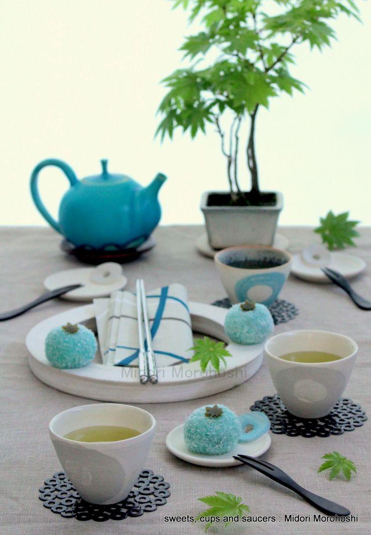 和菓子『蓬の道明寺餅〜 Dou-myouji』Rice-cake sweets flavored with mugwort. ✳︎sweets, pot,cups and saucers : Midori Morohoshi(http://ameblo.jp/greenonthetable/imagelist.html)