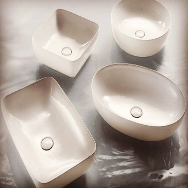 Добавление геометрии и #гламура для #раковин  #Итальянская #компания #AeT #Italia #презентовала #гламурную #коллекцию #раковин #Elite самых различных форм. В коллекции представлены #овальные, #круглые, #прямоугольные и #квадратные #раковины, которые подойдут абсолютно для любой #ванной. Кроме того, в коллекцию вложили «драгоценную» изюминку: помимо белоснежного #санфарфора можно выбрать #модели с #позолоченными стенками в отделке под #платину или #медь. #ВИВОН.